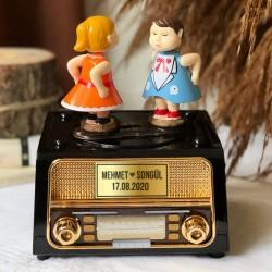 - Kişiye Özel Dans Eden Mutlu Çiftler Müzik Kutusu